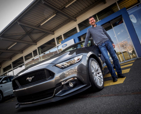 Garage Hächler Mustang | Portraitfotografie | Mitarbeiterportrait | Thomas Hadorn Fotografie